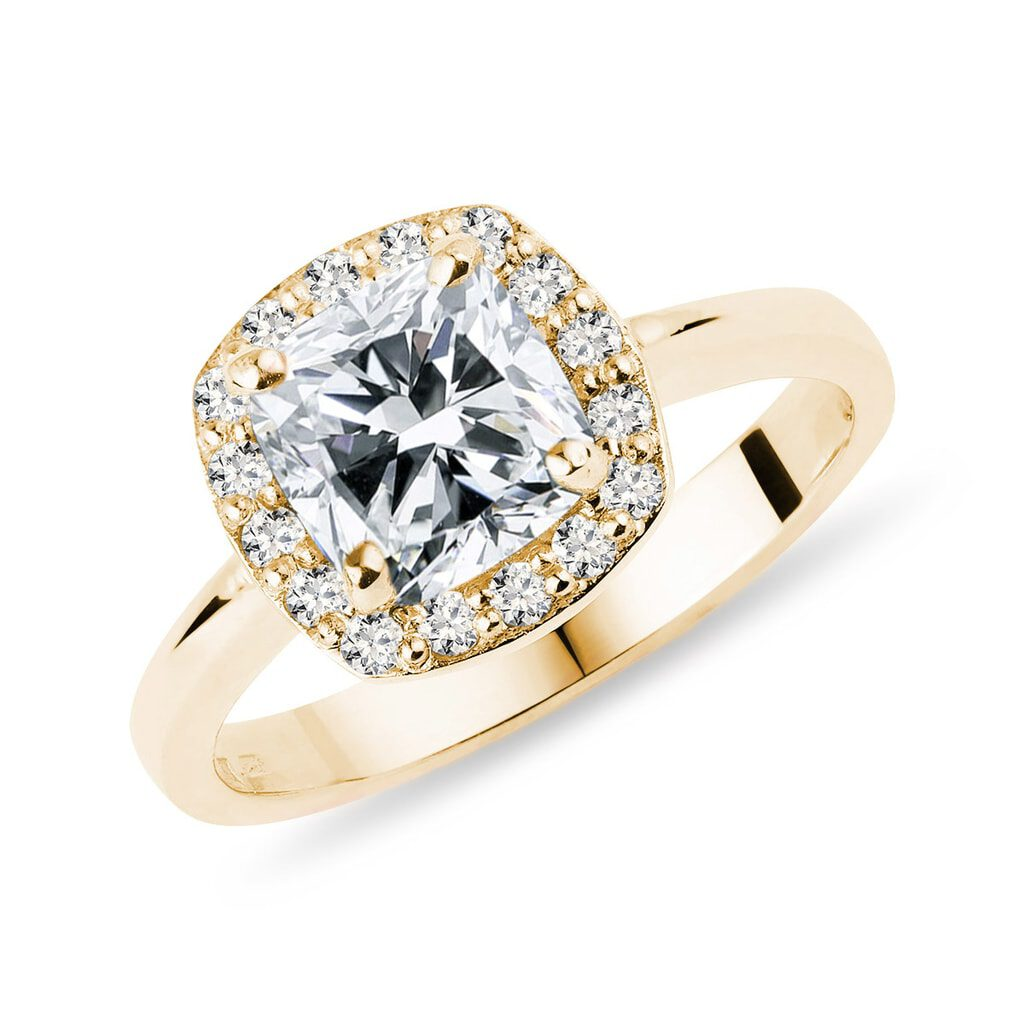 Luxury klenota engagement ring