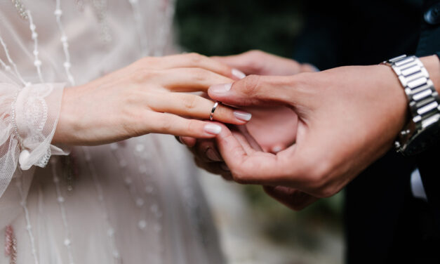 What is the Average Ring Size for Women and Men?