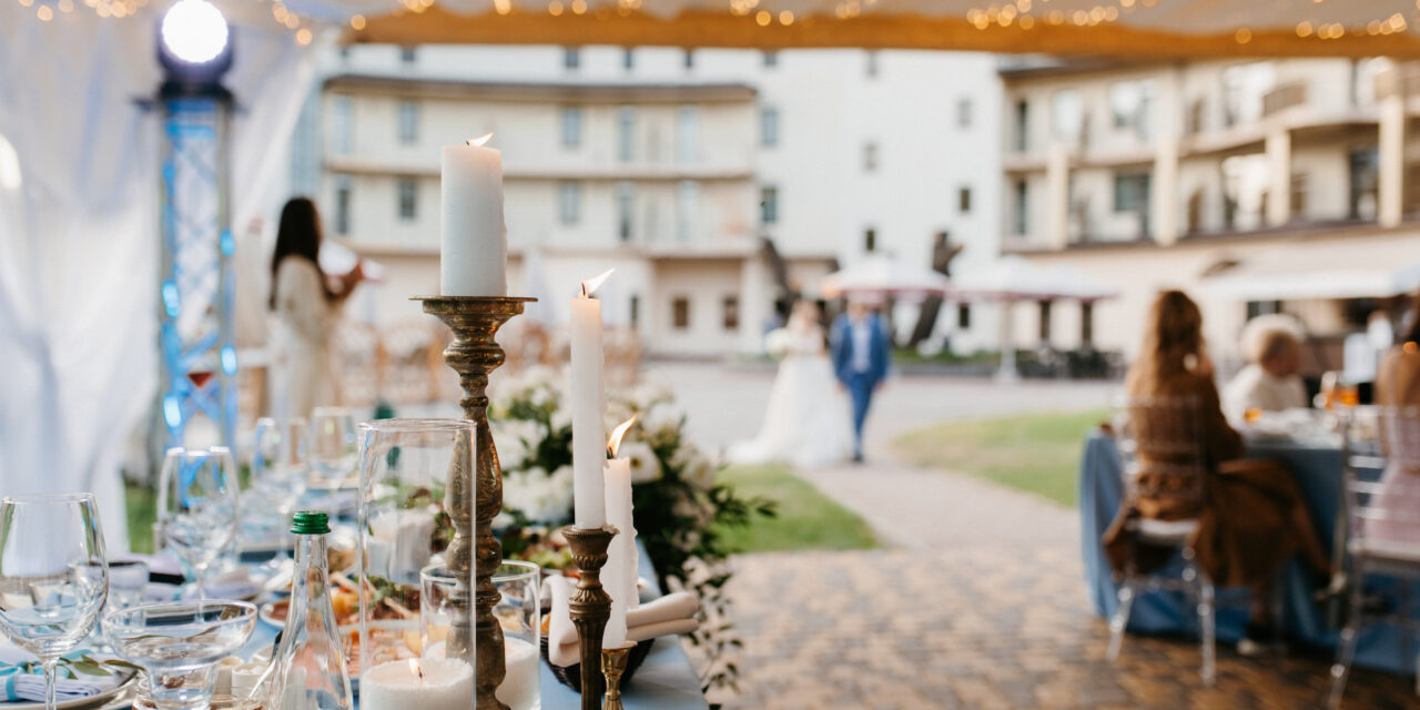 Decorating your wedding reception on a budget